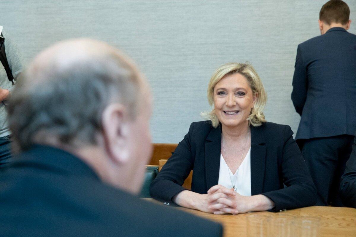 Marine Le Pen kohtub riigikogus EKRE fraktsiooni liikmetega