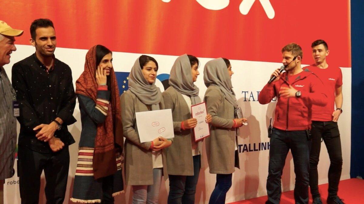 TARGAD TÜDRUKUD: Afghan Robotic Team oli edukas ka Robotexil.