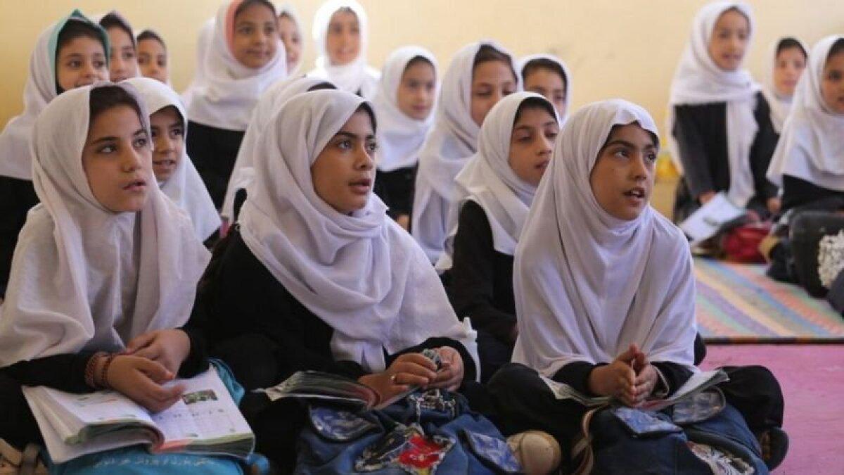 Пока что девочки могут посещать начальные школы, как, например, эту в Герате. Снимок сделан 14 сентября 2021 г. Но сумеют ли они продолжить образование в средней школе, пока не ясно