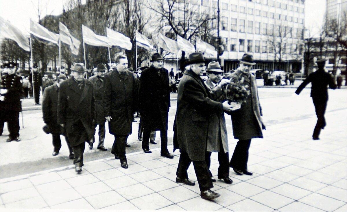 Punalippudega paraad nõukogude ajal