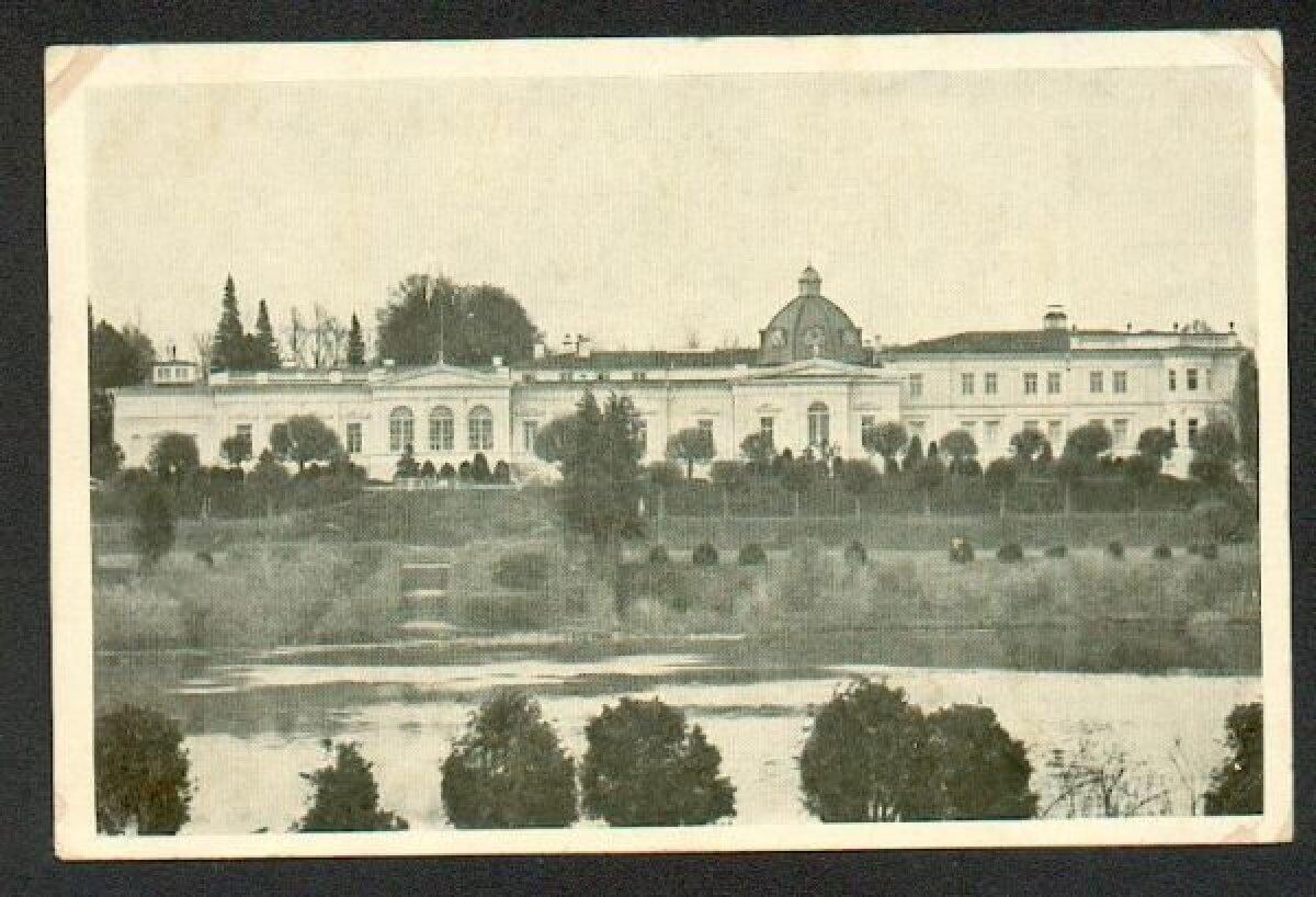 Vaade üle Raadi järve mõisa peahoonele enne sõda.
