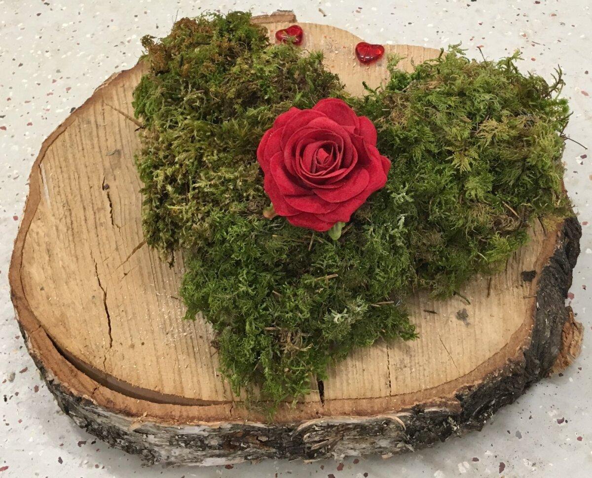 Samblasüda on pilgupüüdjaks saanud punase roosiõie. Samas võib roosi asemel siin kasutada ka näiteks hüatsinti, mis tekitab kevadise tunde.