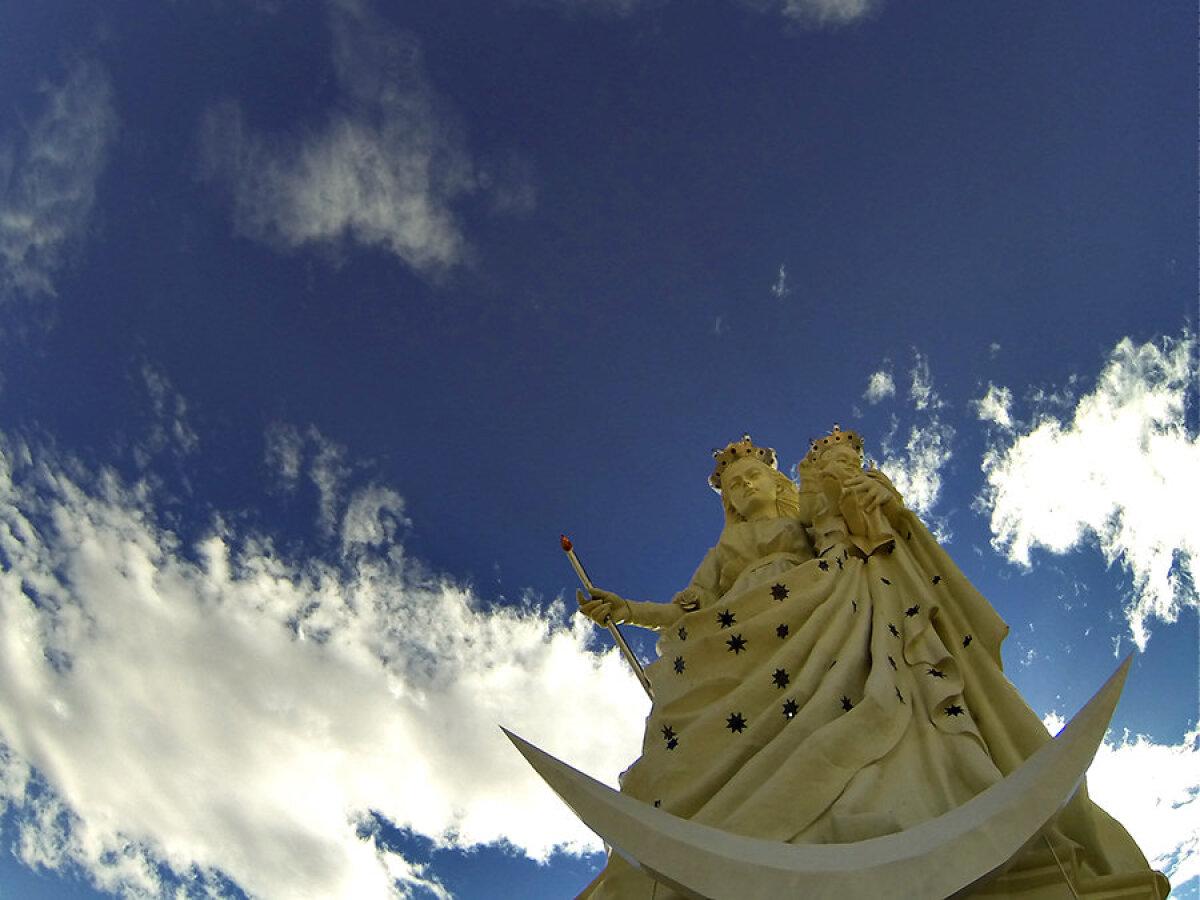 Oruros asub maailma suurim Neitsi Maarja kuju.