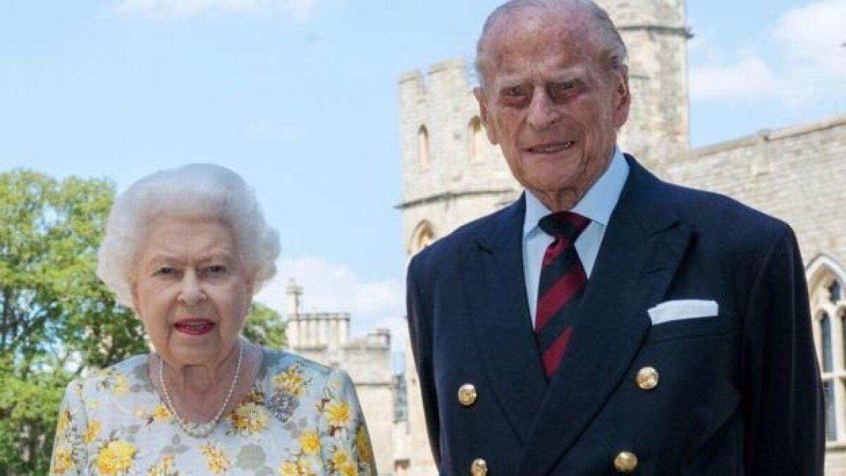 Новое фото королевы и принца Филипа было выпущено накануне его 99-летия