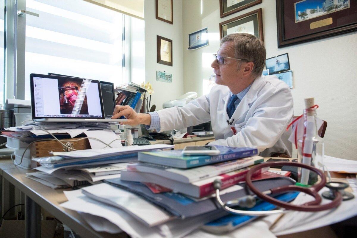 LAIA PROFIILIGA: Professor Peep Talving opereerib tavaliselt kõiki südame - vigastusi.