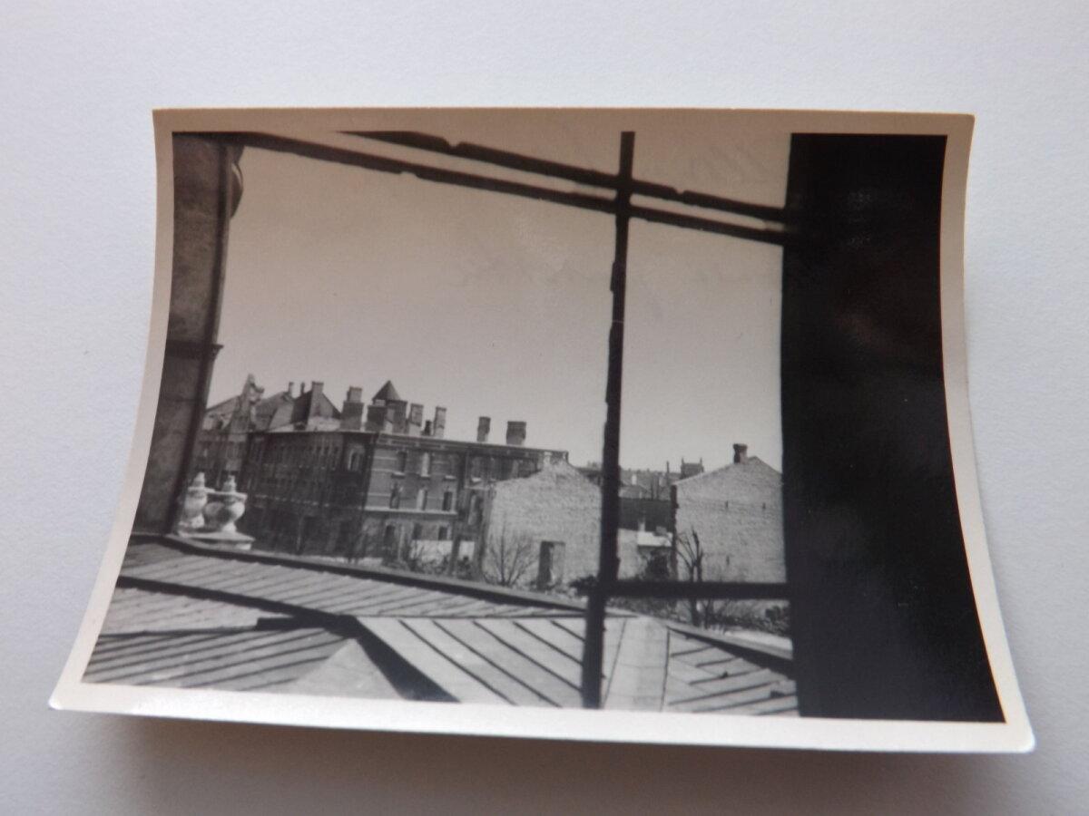 Unikaalne foto vaatega põlenud Estonia teatrist Estonia puiestee põlenud majadele, mis taastati hiljem muudetud kujul.
