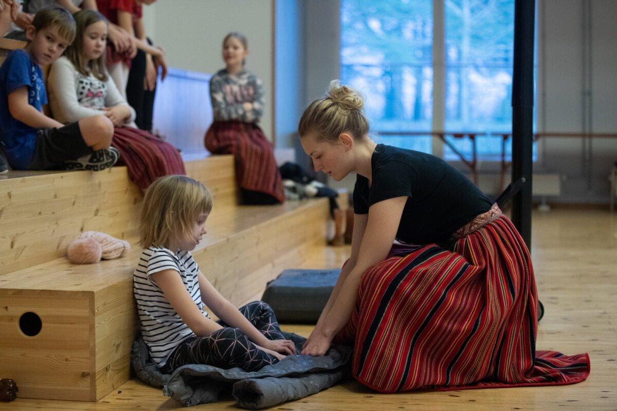 Tanili Hegle ja tantsuringi juhendaja Silvia