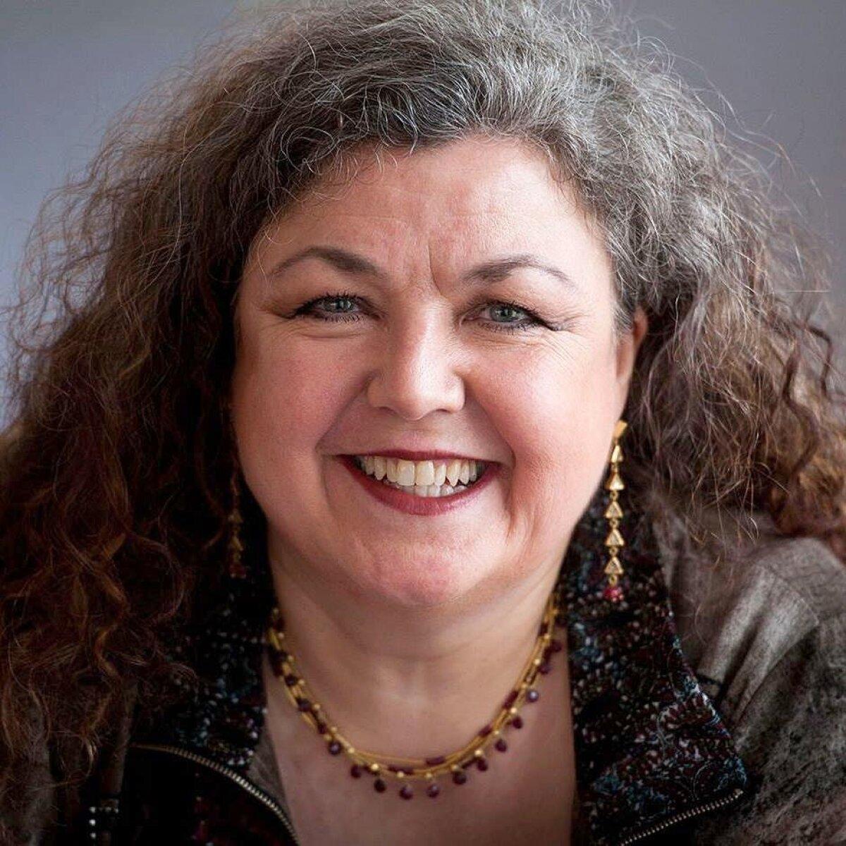 TEHNIKA, MIDA KIIDAVAD PALJUD: Cathrine Sadolini juures on õppinud lauluõpetajad Sirje Medell ja Thea Paluoja, nad jäid rahule.