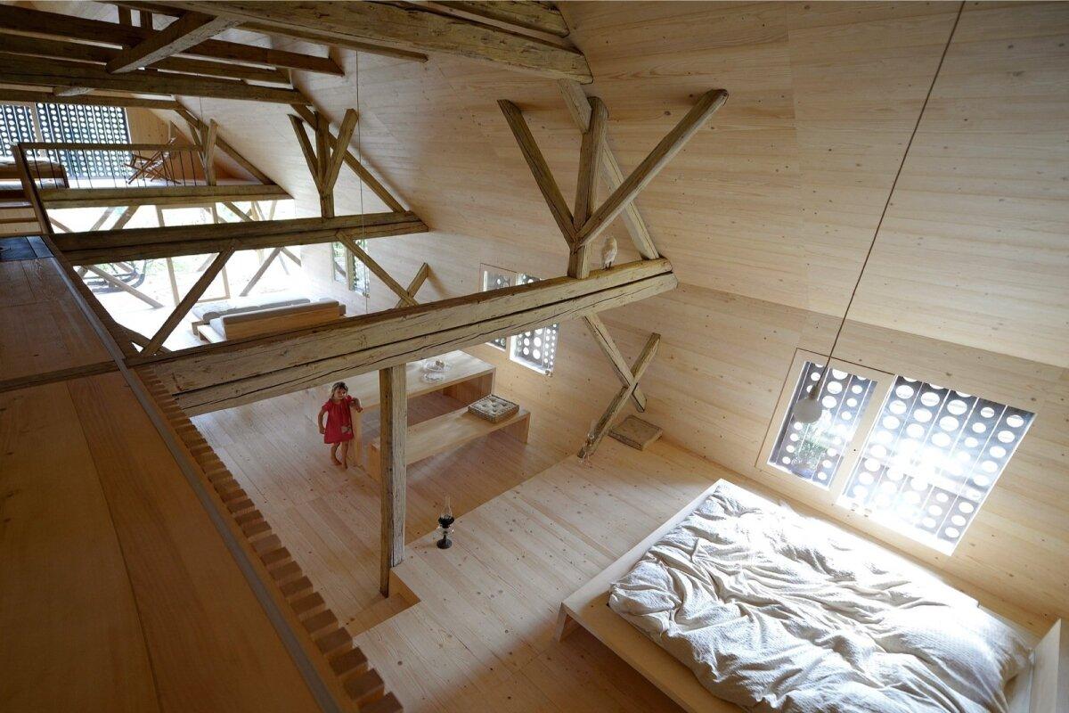 Interjöör on loft'ilikult avatud.