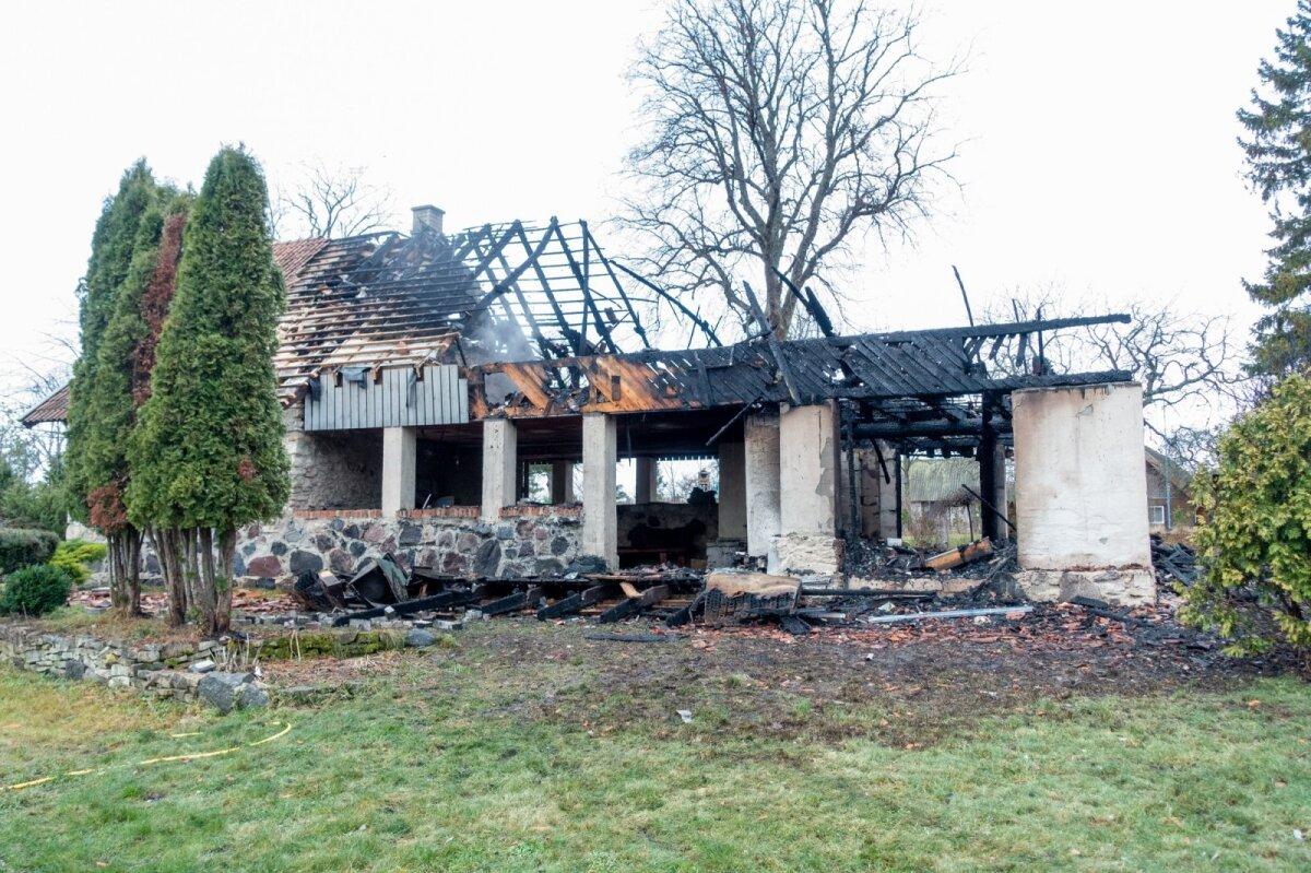 Urmas Mari Viik, Kuivastu mõis, elumaja tulekahju