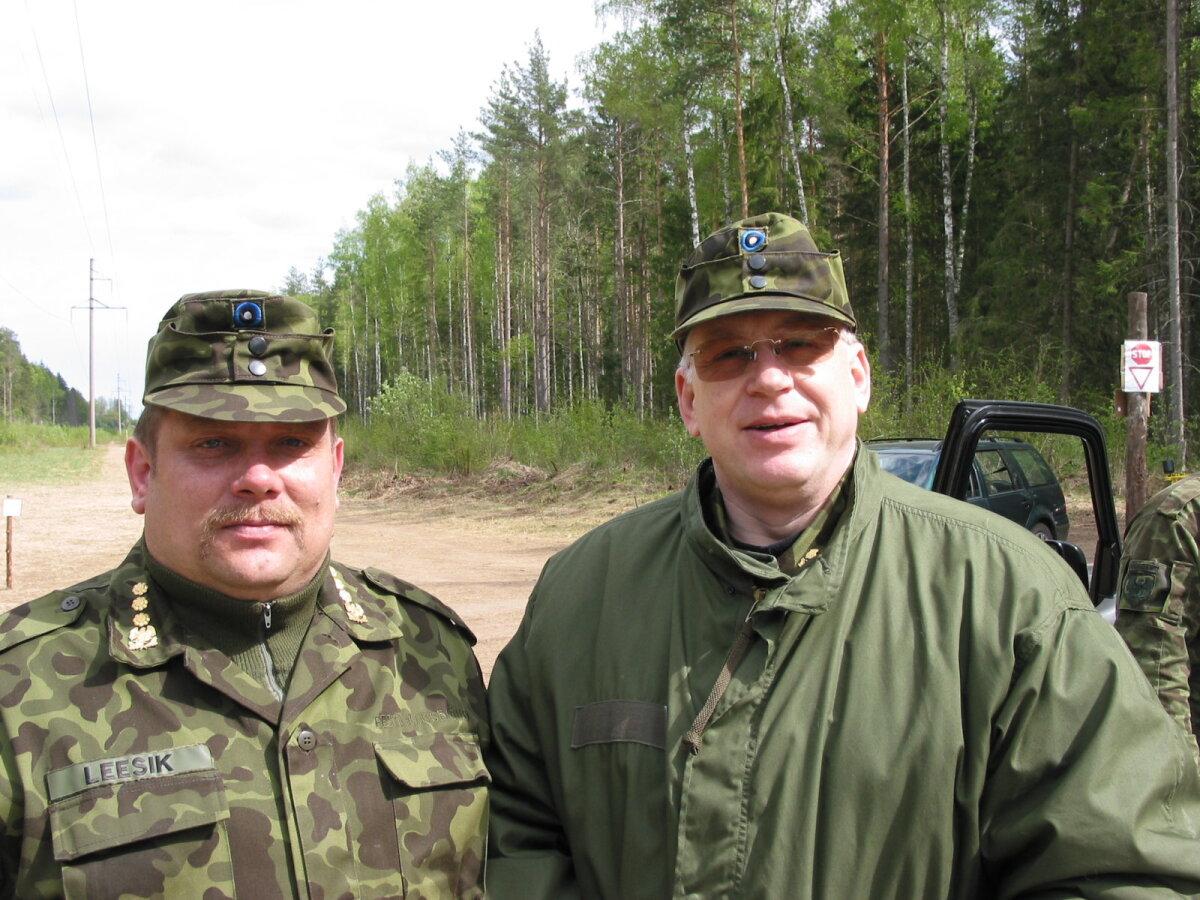 Kaitseväe suurõppus Kevadtorm mais 2004: Kaitseliidu ülem major Benno Leesik ja vanematekogu aseesimees Peeter Lorents (Foto: Ivar Jõesaar / ajakiri Kaitse kodu!)