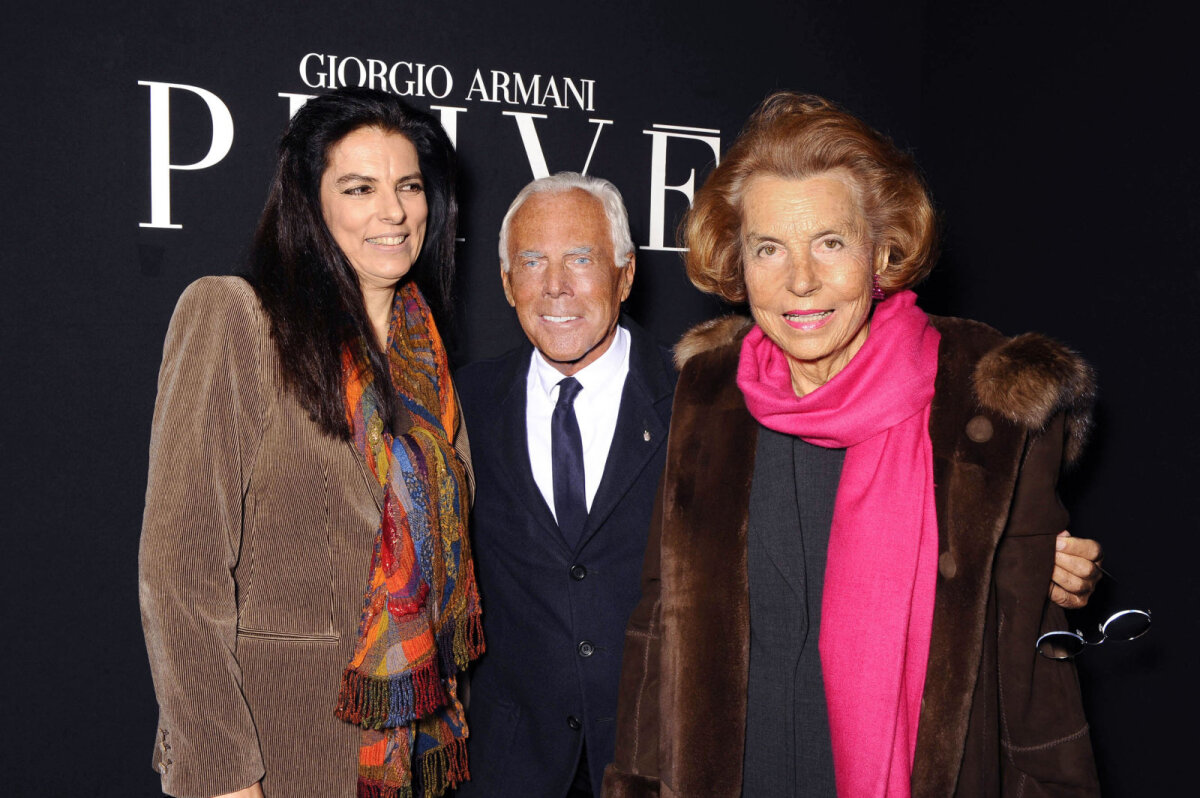 Françoise Bettencourt Meyers (vasakul) koos moedisaineri Georgio Armani ja oma ema Liliane Bettencourt-ga