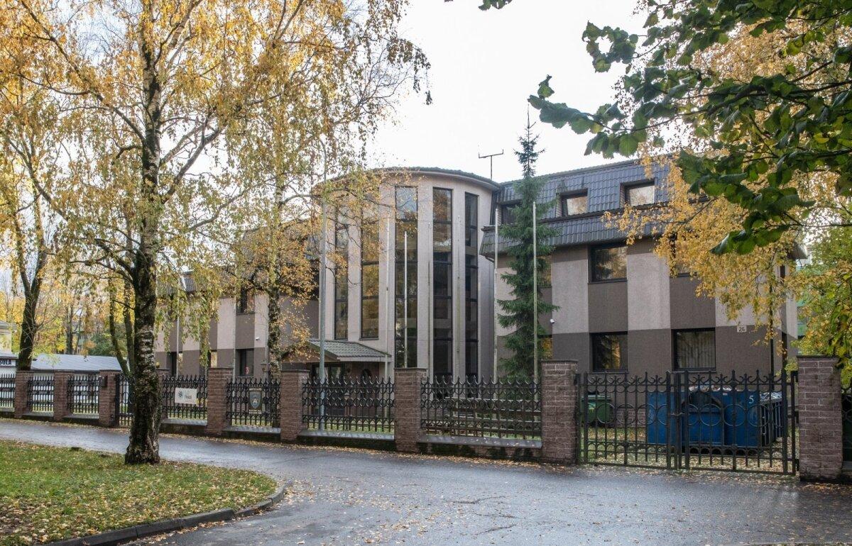 ФАБРИКА ФИРМ: В Таллинне на улице Маяка в доме 26 зарегистрировано около десятка фирм, связанных с аферами. Однако регистраторы сравнивают себя с оружейной лавкой: они не в ответе, если клиент начинает жульничать. ФОТО: Рауно Вольмар