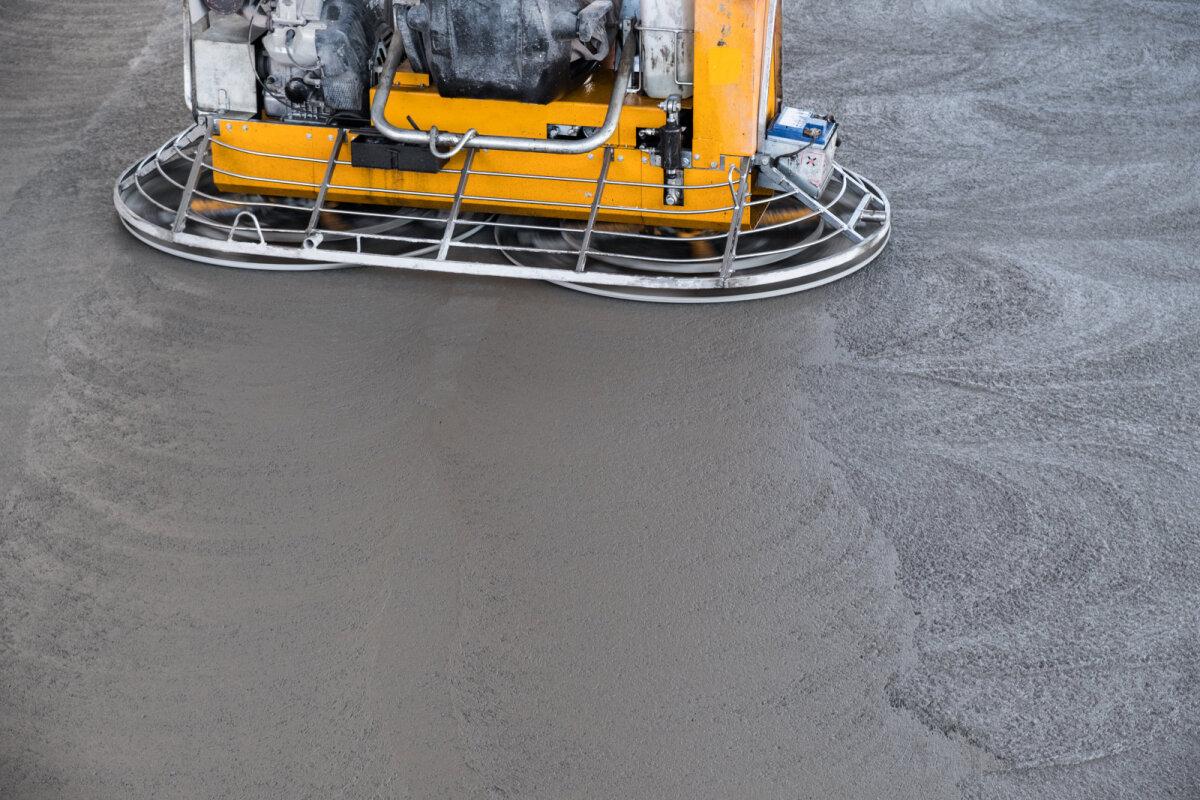 Betoonpõrand peab enne lõplikku viimistlemist olema ühtlane ja sile.