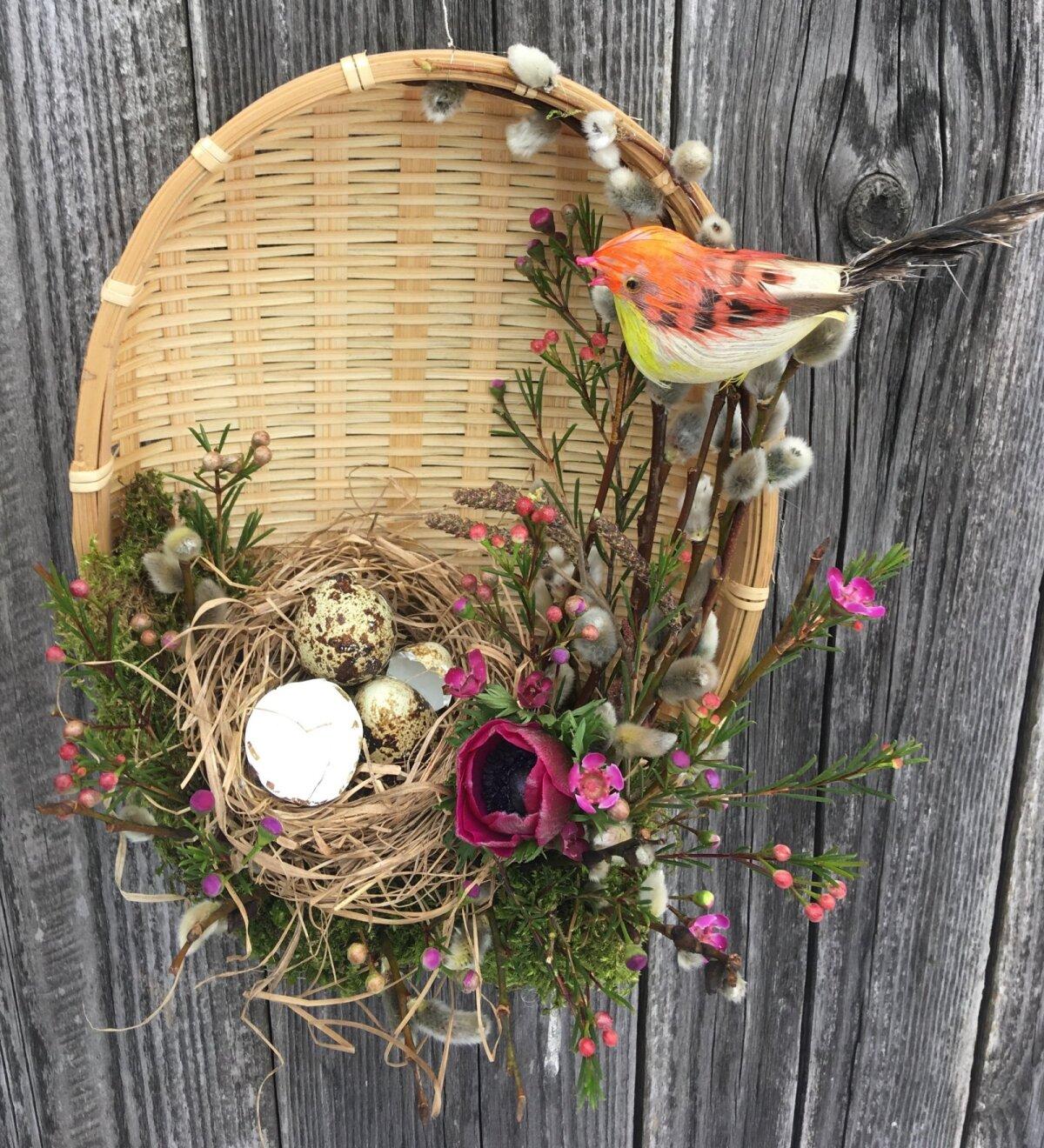 Nüüd ei olegi muud, kui lasta fantaasial lennata ning kaunistada korv pajuokste, lillede ja muude meelepäraste vahenditega.