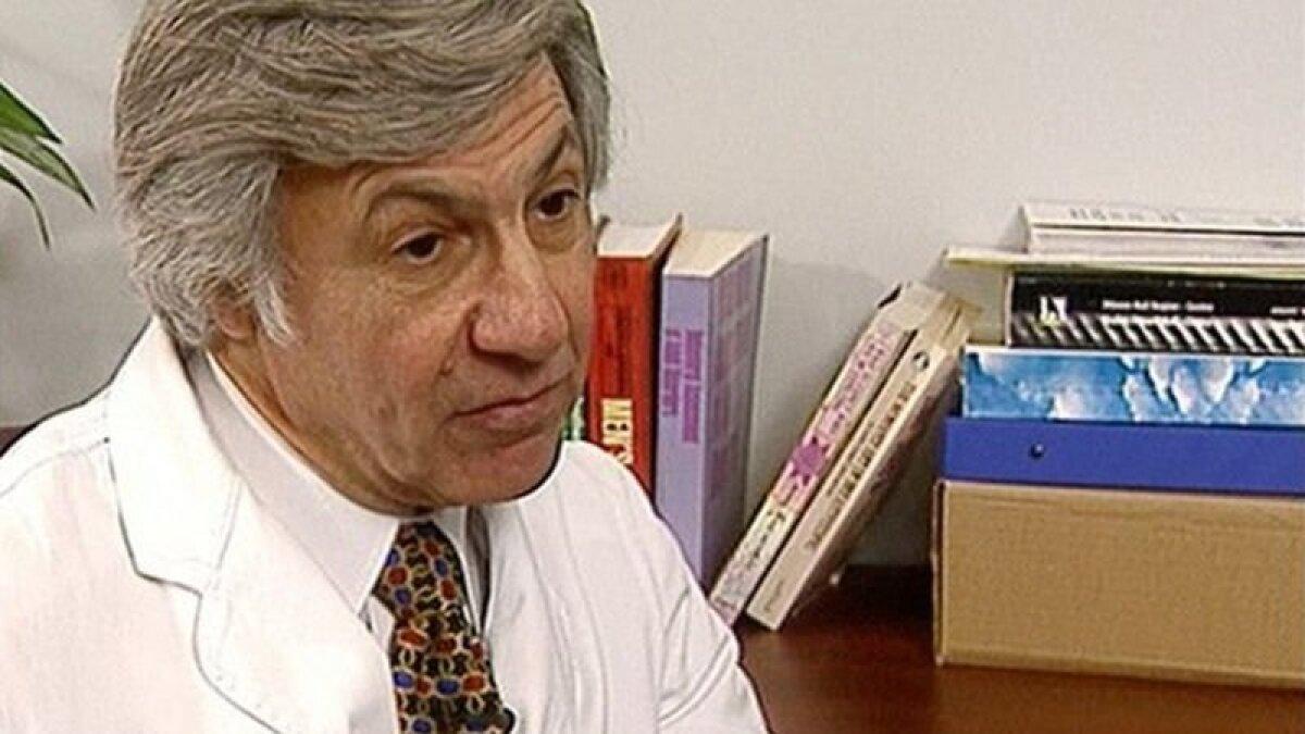 Доктору Норману Барвину сейчас за 80 и он отвергает все обвинения в мошенничестве со спермой в период с 1973 по 2021 годы