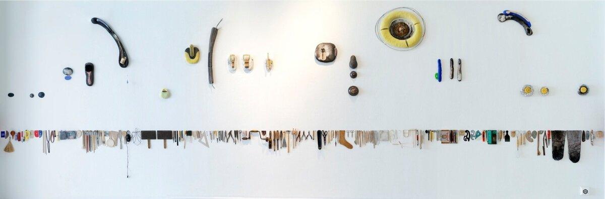 """Ingrid Alliku teos Tallinna Kunstihoone 2014. aasta näitusel """"ornaMENTAALNE""""."""