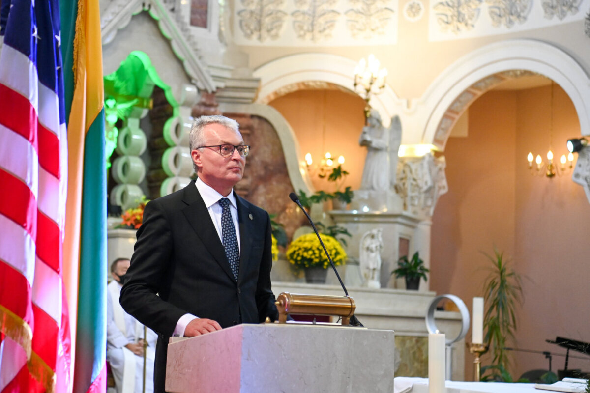 Leedu riigipea Gitanas Nausėda Chicagos kõnet pidamas.