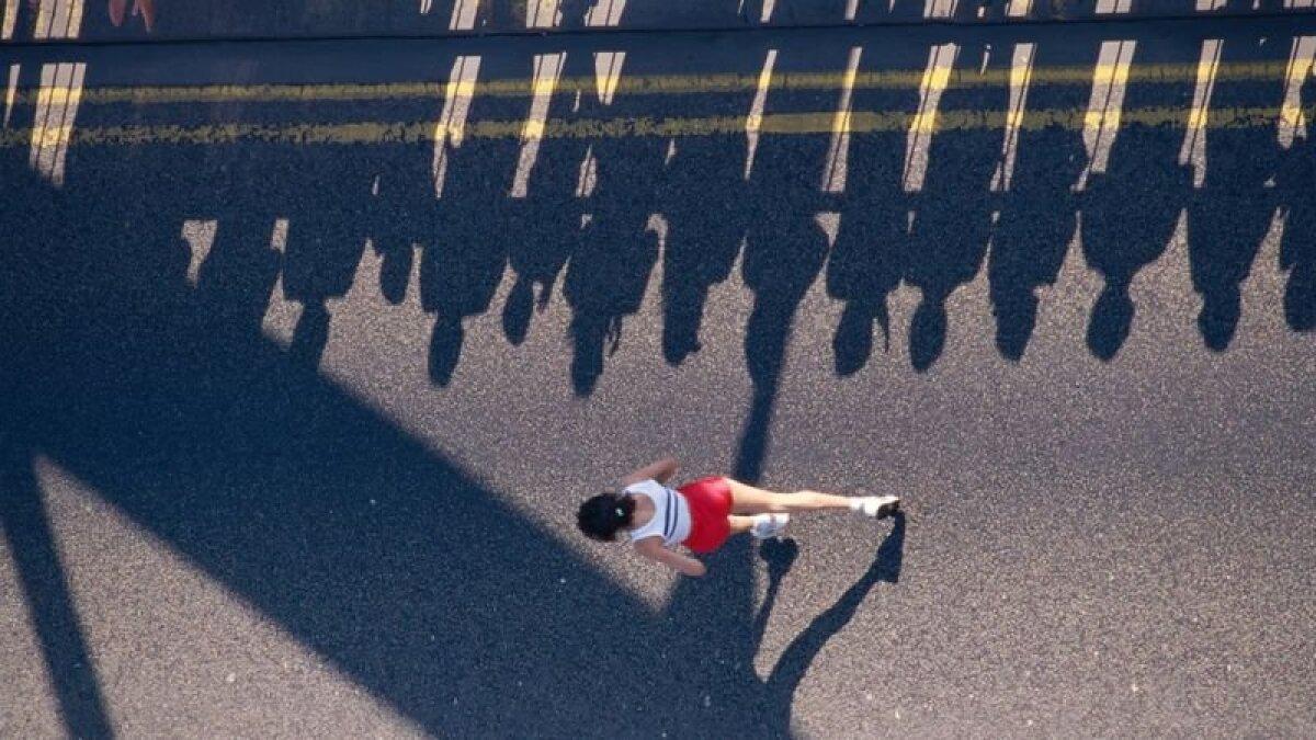 Далеко не всякий марафонец награждается медалью за свой результат, однако преодоление марафонской дистанции явно влияет на социальный статус