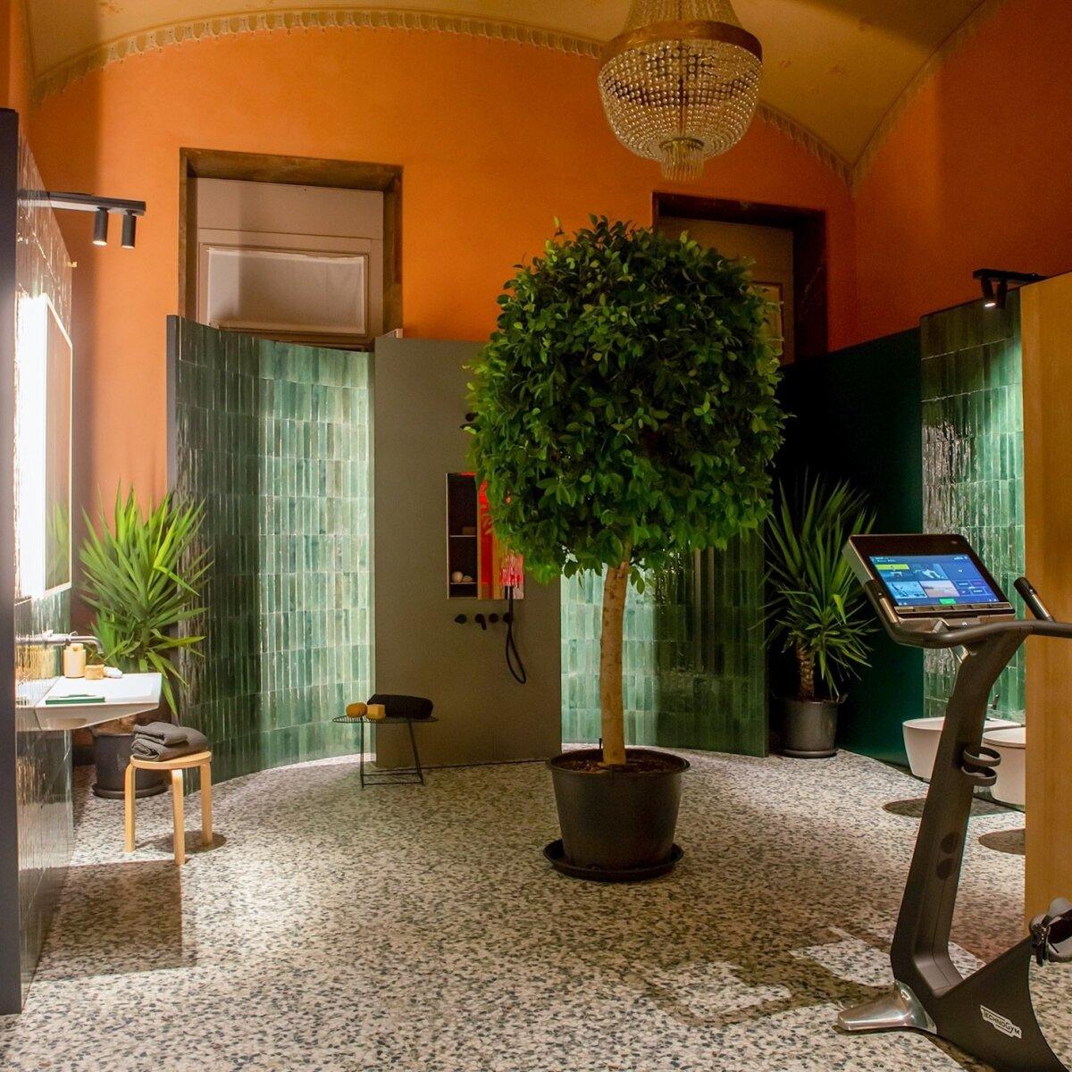 Vannitoa põrandal on Itaalia tootja Marazzi Grande Ghiara Minuta Mix kollektsioonil põnevate värviliste fragmentide plaadid ja seintel nendega harmoniseeruv plaat Grande Resin Look Verde Scuro ning osaliselt on pinnad kaetud Crogiolo Lume Green plaadiga, käsitsi valmistatud keraamikaga, millel on küllaga karakterit.