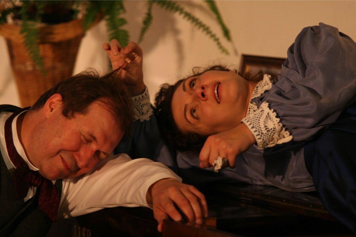 """Kreutzwaldi ja Koidula kuus aastat kestnud kirjavahetusel põhinevas näidendis """"Viru laulik ja Koidula"""" mängivad Elmar Trink ja Kaili Viidas."""
