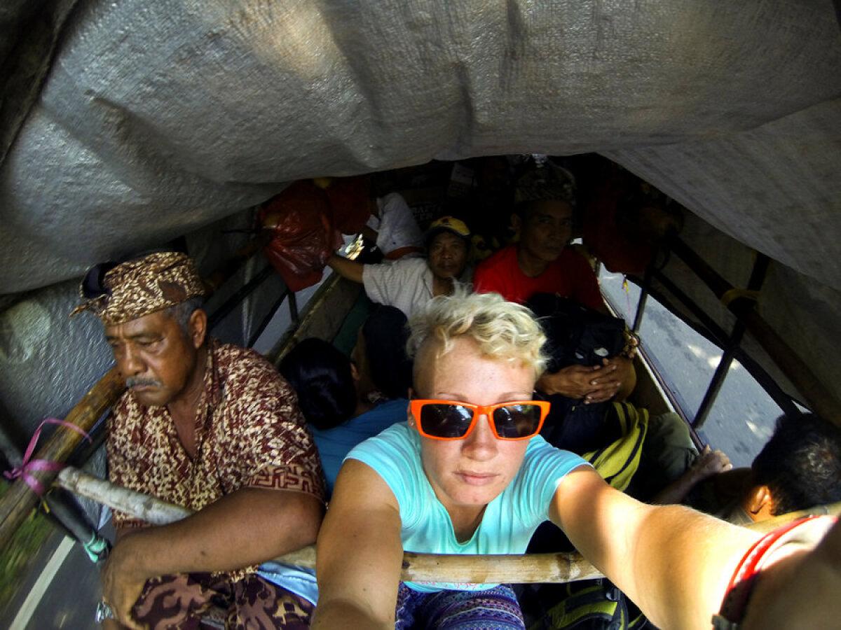 Bali: kuuetunnine sõit veokastis koos 9 kaasreisija ja 2 seaga.