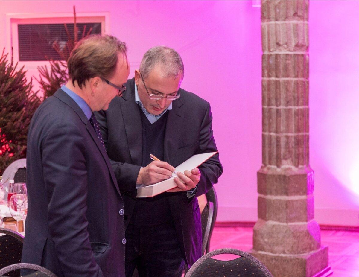 Tiit Pruuli sai Mikhail Khodorkovsky autogrammi