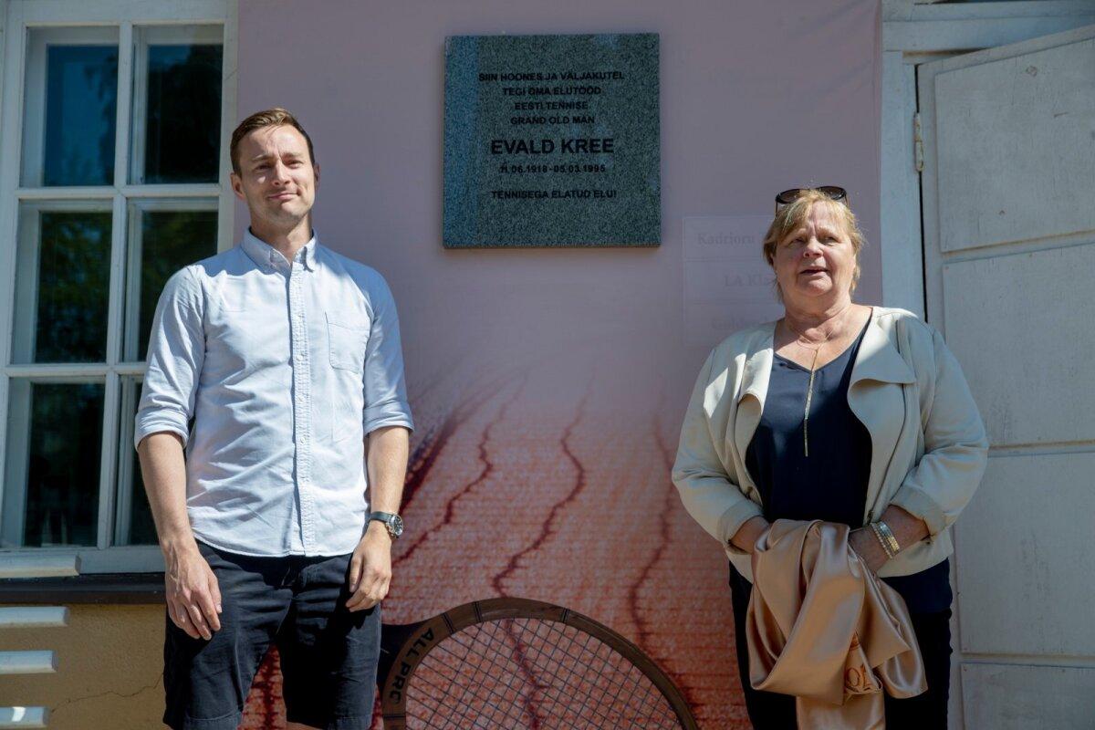 Jaak Põldma (vasakul) ja Aita Põldma Evald Kree 100. sünniaastapäeva mälestusüritusel Kadriorus.