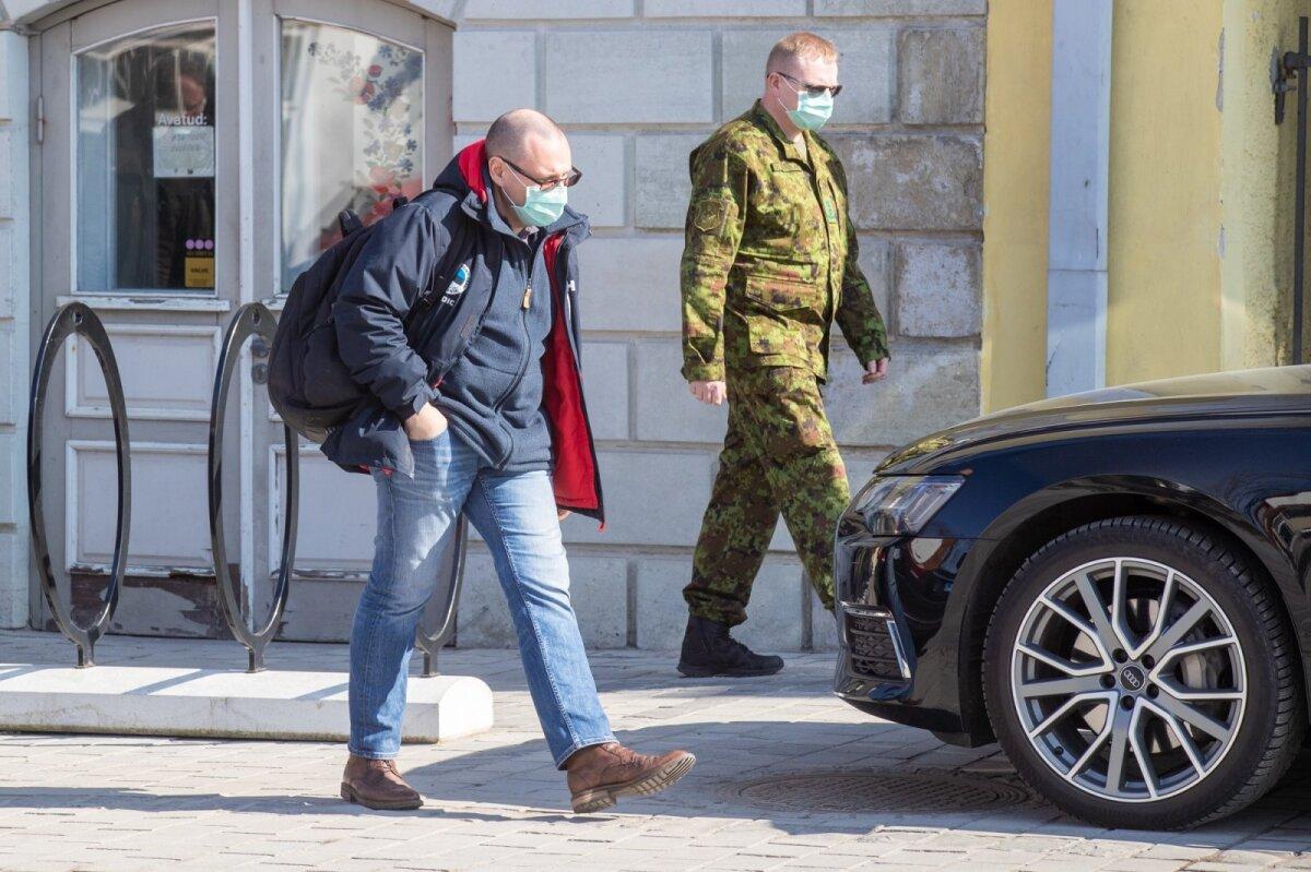 Tanel Kiik koos käisid Saaremaal ka hädaolukorra mediitsinijuht dr Arkadi Popov ja dr Ahti Varblane kaitseväest. Kohtuti nii haigla juhtidega, kohaliku kriisikomisjoniga, kui ka Südamekodu juhiga.