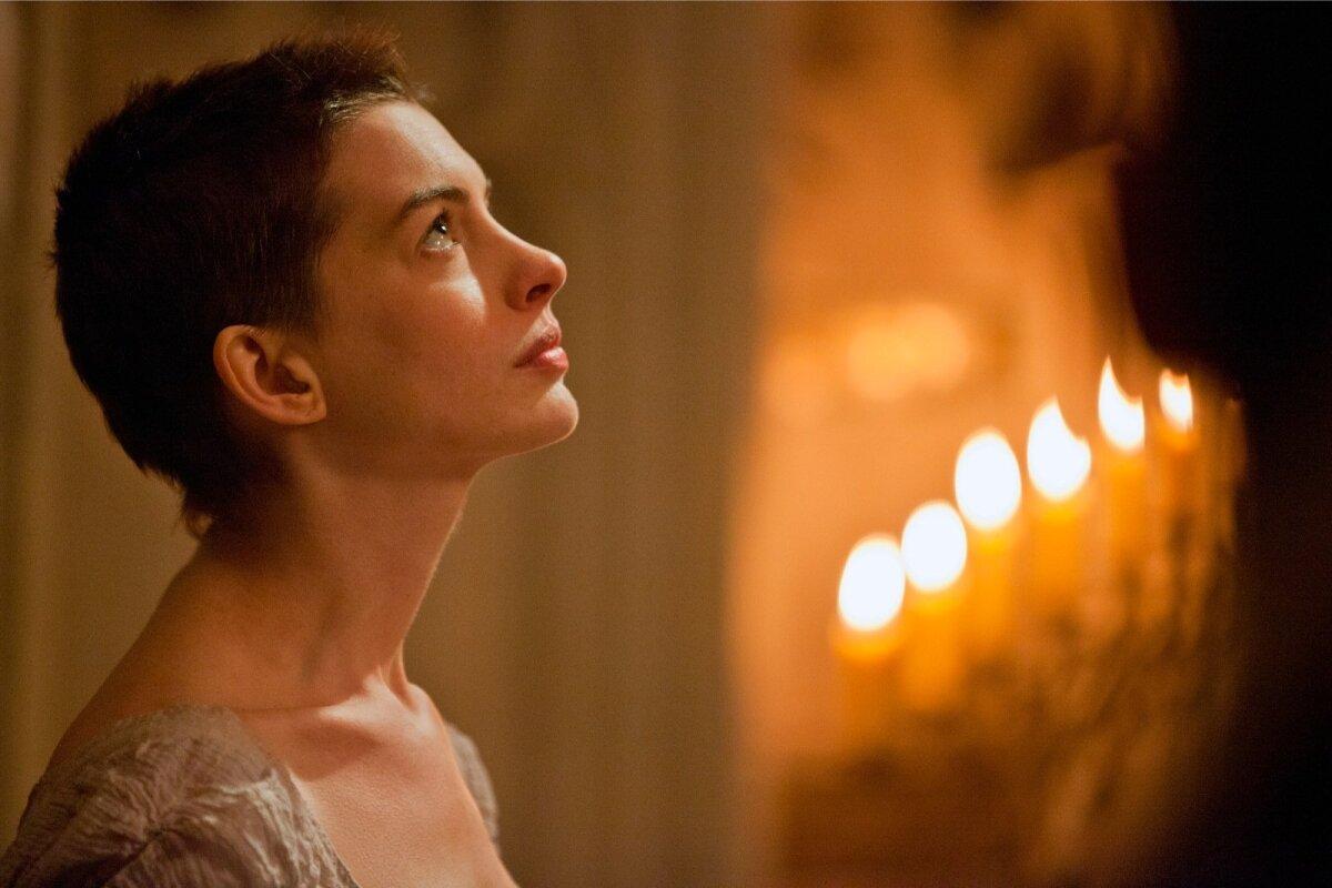 """Anne Hathaway filmis """"Hüljatud"""" (""""Les Misérables"""")"""