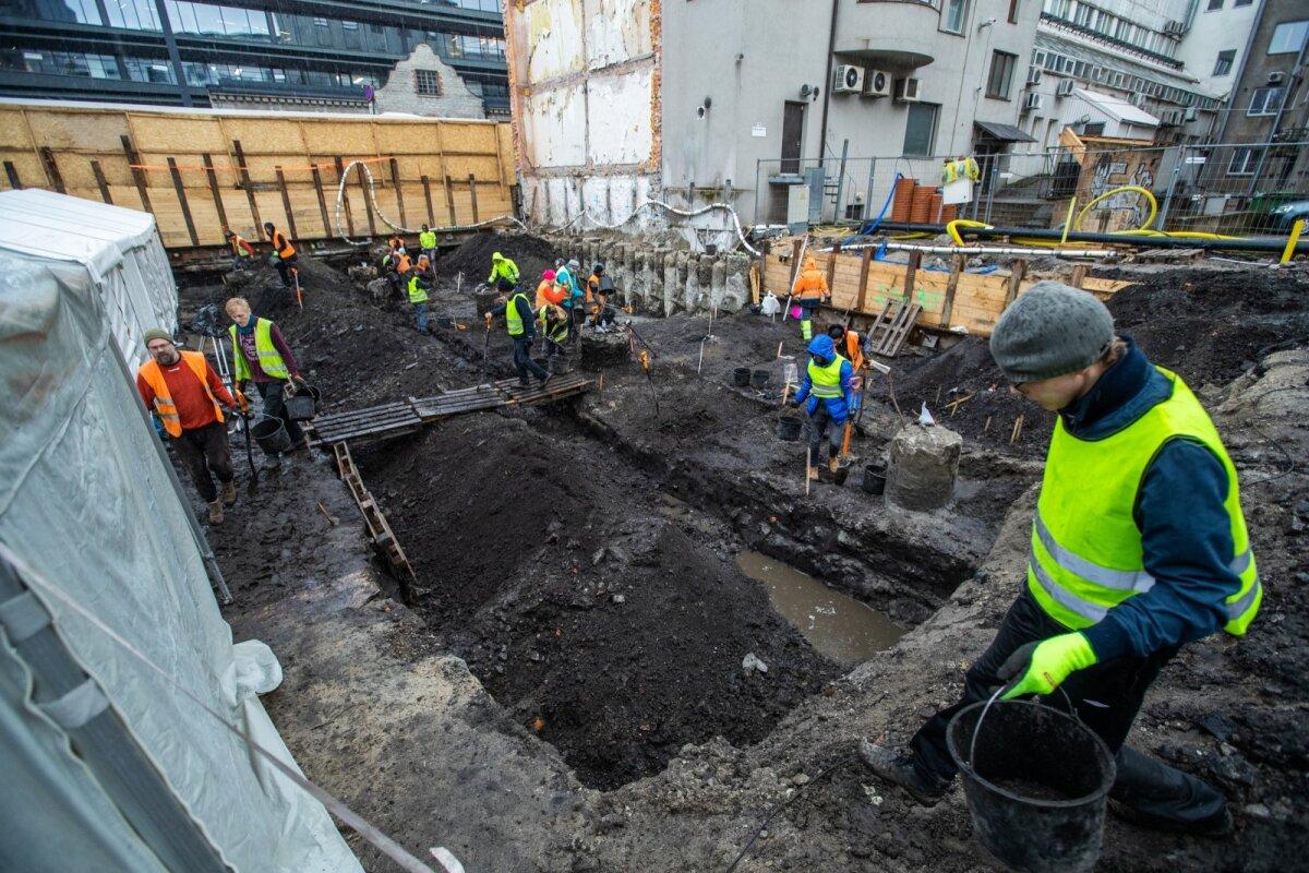 Arheoloogilised väljakaevamised Pärnu mnt 21