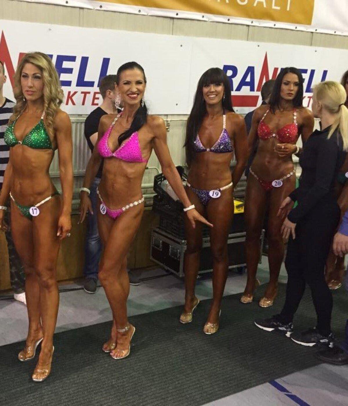 Bikiinivõistlusel koos tüdrukutega lavalemineku ootel.