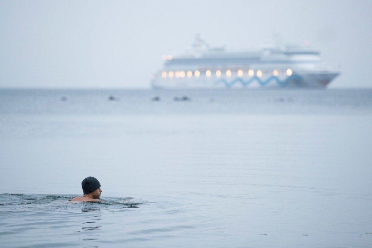 Ei ole paremaid, halvemaid aegu, aga natuke siiski. Paljud harrastajad eelistavad ujuda hommikuti. Unise peaga ei jõua vaadata, mis ilm on. Ujumisriided selga, jope peale ja küll vees aru saad, kus oled.