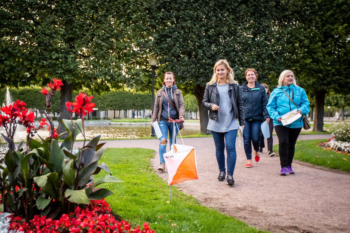 Järjest enam toimub orienteerumisüritusi ka linnakeskkonnas, kuid ka pargis jalutades läbitud rada võib häid emotsioone pakkuda.