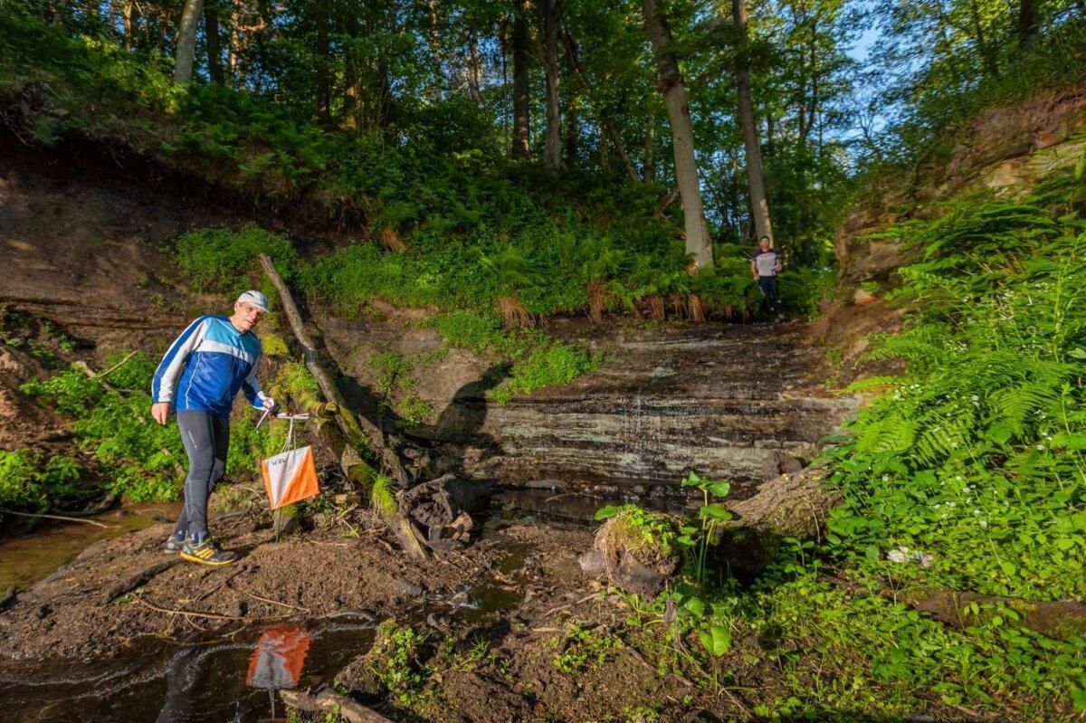 Orienteerudes võivad jalad küll märjaks ja mudaseks saada, kuid see-eest viivad rajad osalejad ilusatesse kohtadesse - päevak Keila-Joal
