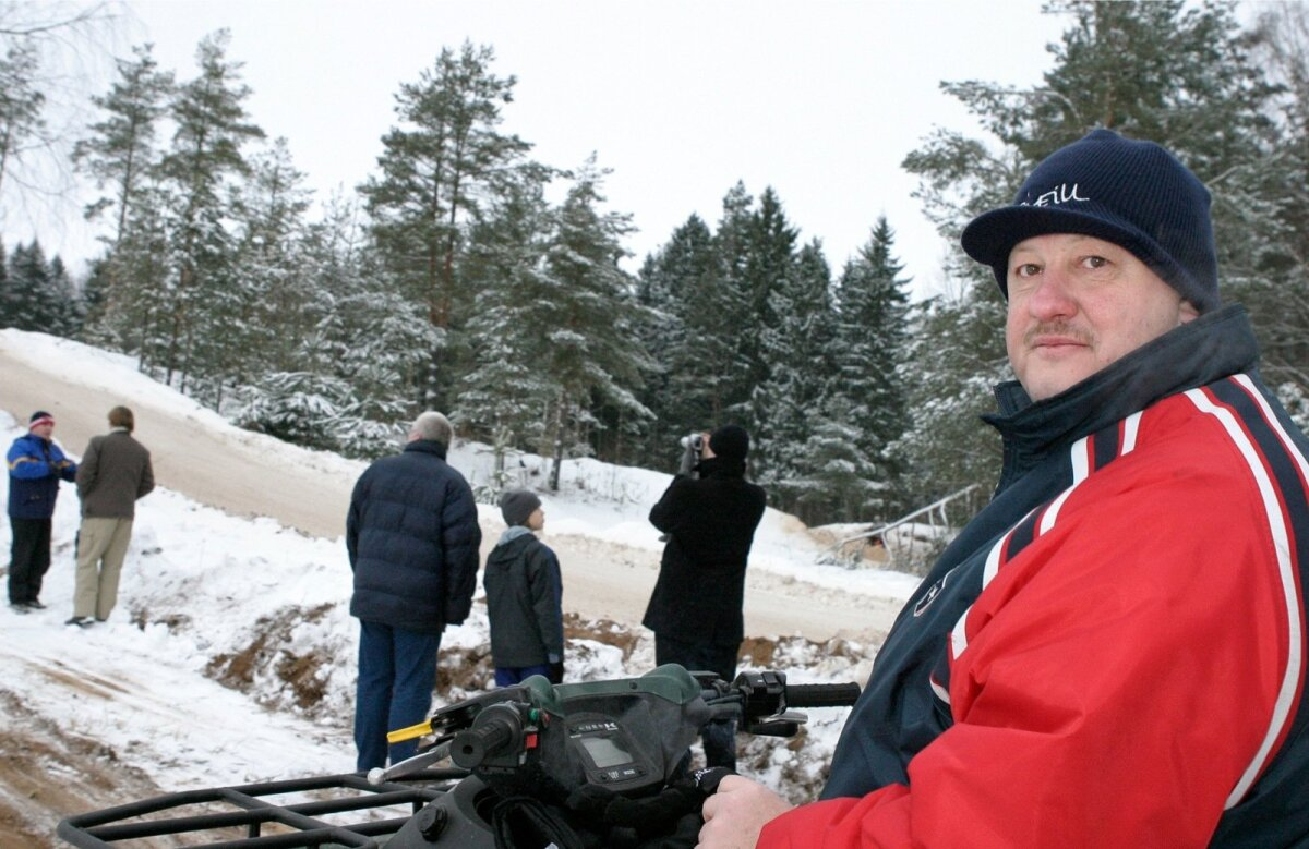 Tauno Tuula üks kõrvalhobisid on olnud Viljandimaal Mulgi krossi korraldamine. Foto on tehtud 2006. aastal Holstres, kus peeti Mulgi krossi 20. korda.