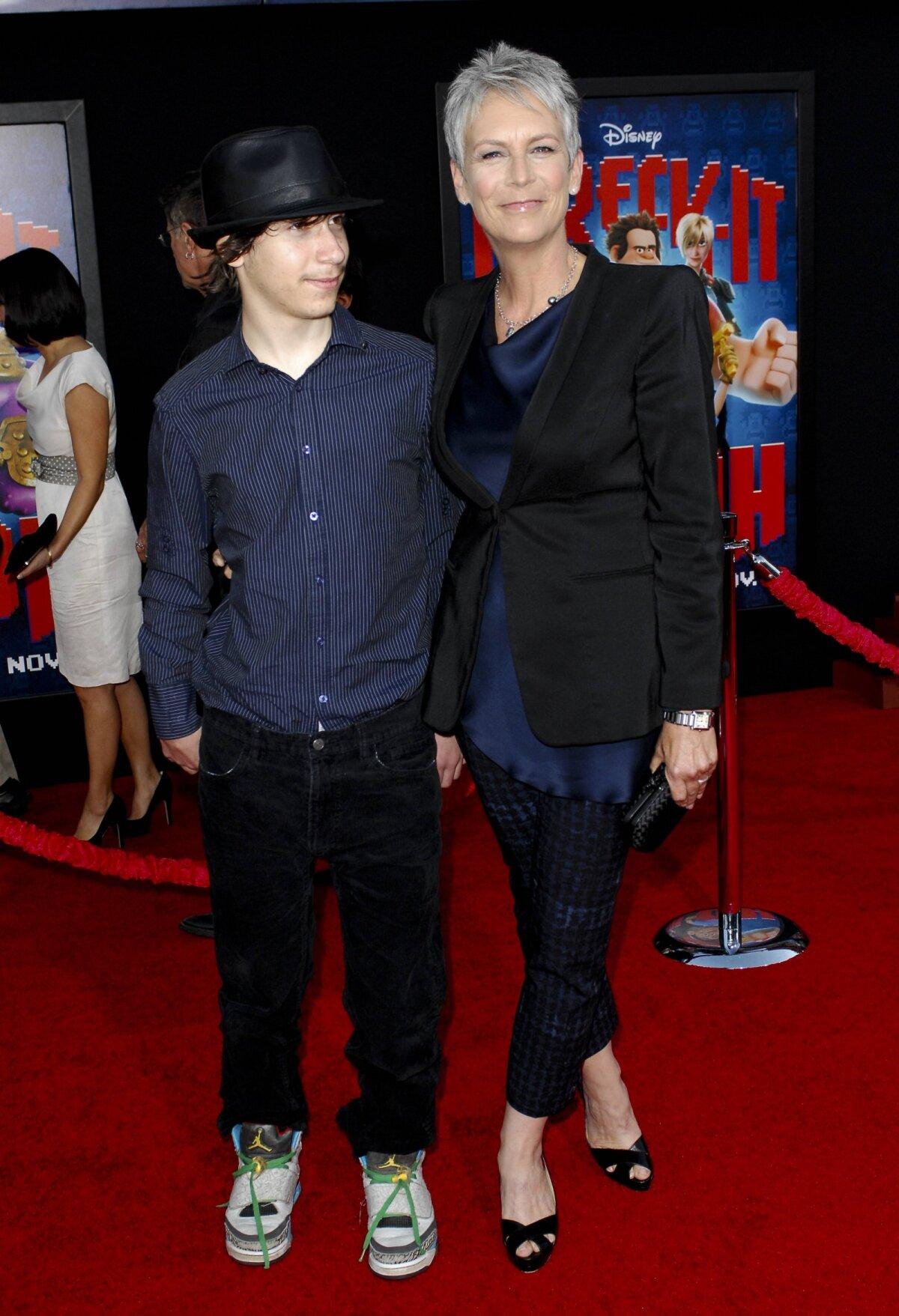 Jamie Lee Curtis lapsega aastal 2012.