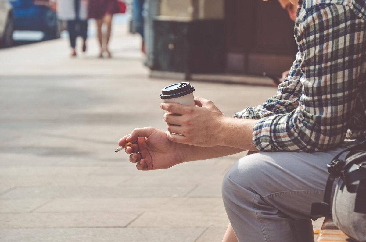 Сигарета сама по себе – если ее не зажигать – не вредна для человека, однако табак становится вредным, когда его поджигают.