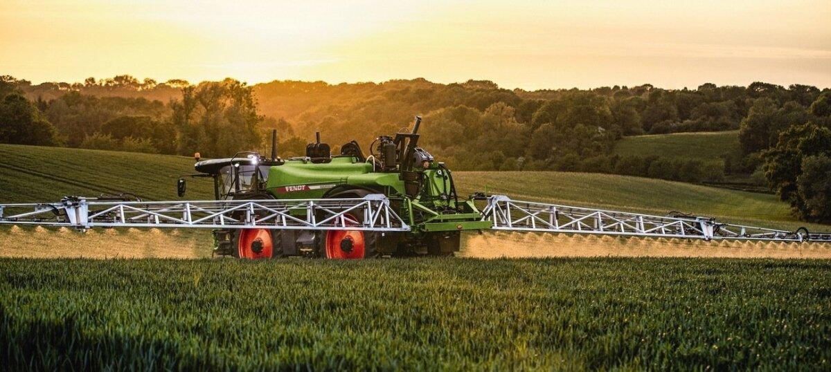 Iseliikuv taimekaitsevahendi prits Rogator 665 on endistest Challengeridest tubli samm edasi kemikaali pihustamise täpsuse, automaatika ja võimsama mootori poolest.