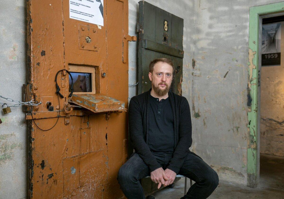 Lavastaja Dmitri Jegorov Pagari tänava muuseumi KGB keldris.