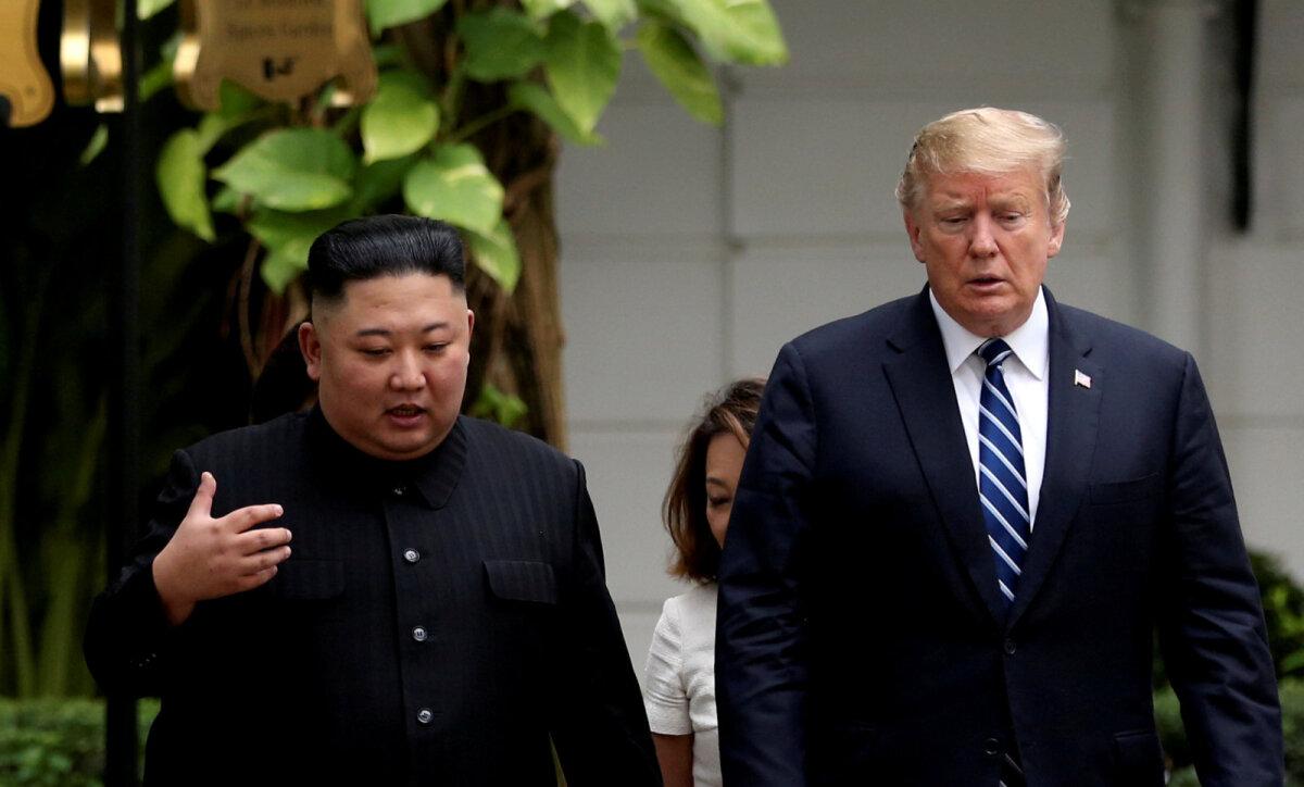 USA riigipea Donald Trump ja Põhja-Korea juht Kim Jong-un mullu veebruaris Hanois.