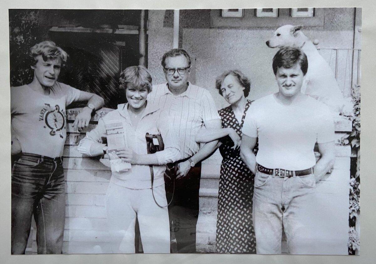Minu onu, ema, vanaema, vanaisa, isa, Bändu - pilt, mis iga mu päeva saadab köögiseinal.