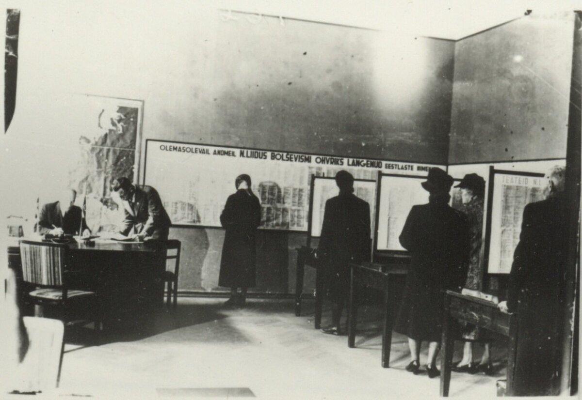 Saksa okupatsiooni ajal pandi välja nimekirjad arreteeritud ja väljaviidud nimekirjad.Foto täpne tegemisaeg ei ole teada, see tehti millalgi saksa okupatsiooni ajal.