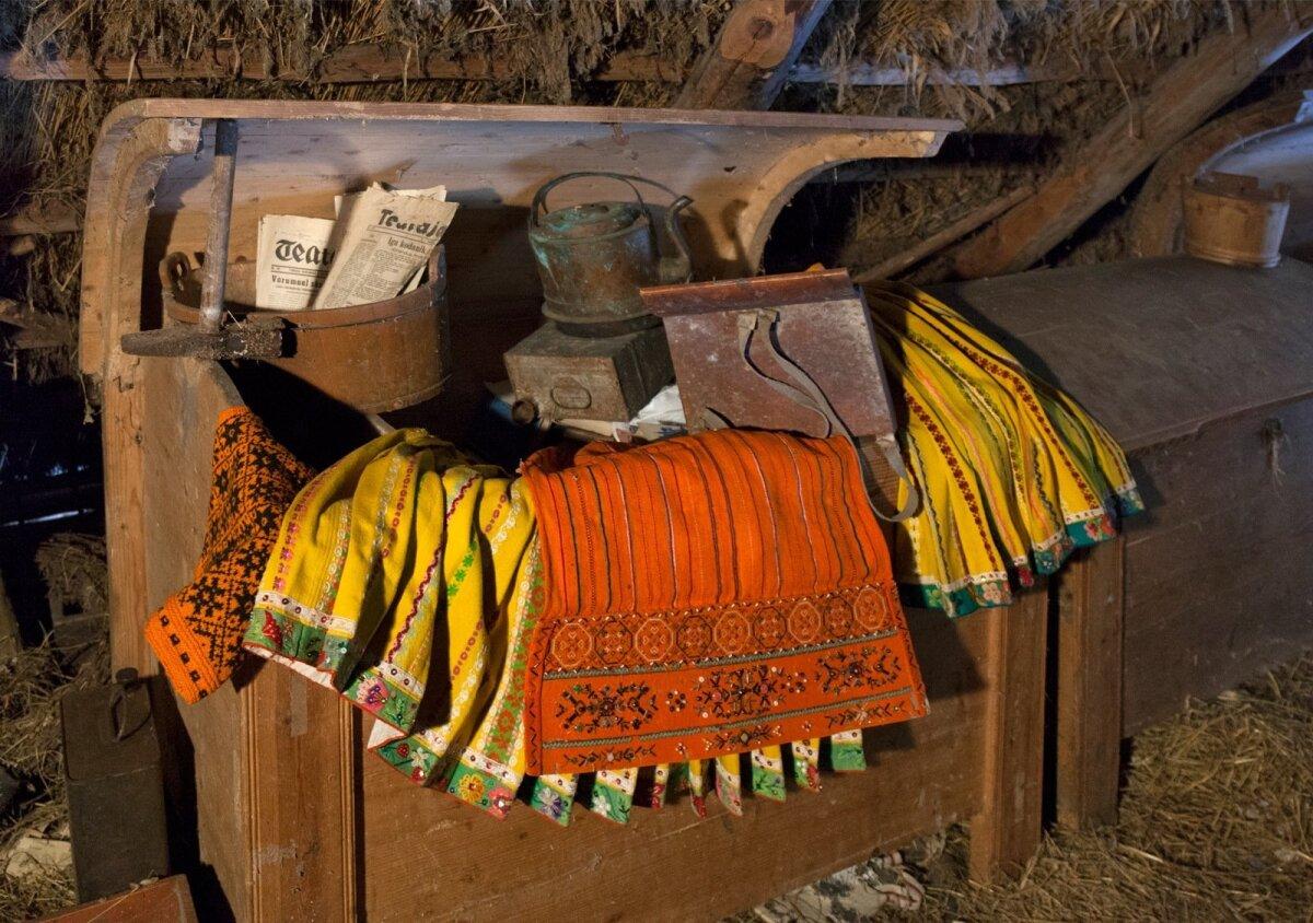 Muhulase rahvariide ja vanavarakirstud  talu pööningul