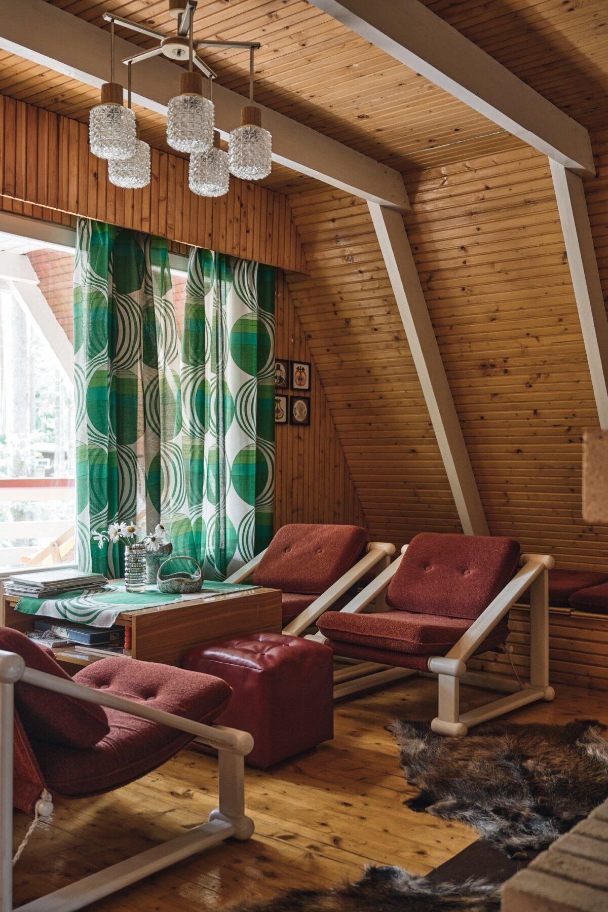 Kablis asuv August ja Urve Kõresaare suvila kooperatiivis Vika on ehitatud vahemikus 1975–1979.