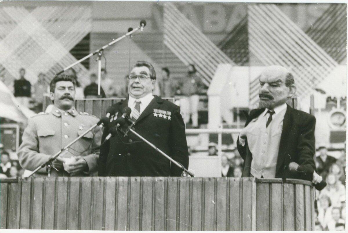 """Vabaduse laul, """"Lenin, Stalin ja Brežnev"""", september 1991, Foto: Artur Rätsep, ETA, EE Arhiiv"""