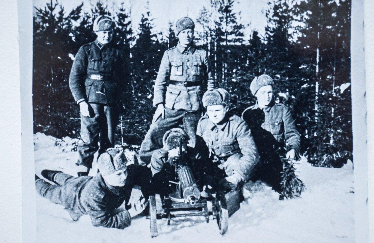 Õppelaagris 1944. aastal. Ees vasakult: Evald Salumäe, Juhan Jahimäe, Evald Vainu. Taga: Martin Teppe, Raul Kuutma