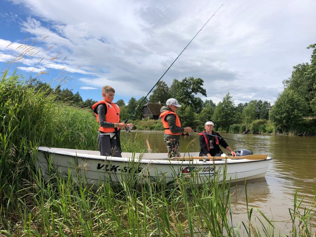 2020. aasta suvel noorte kalastuslaagris