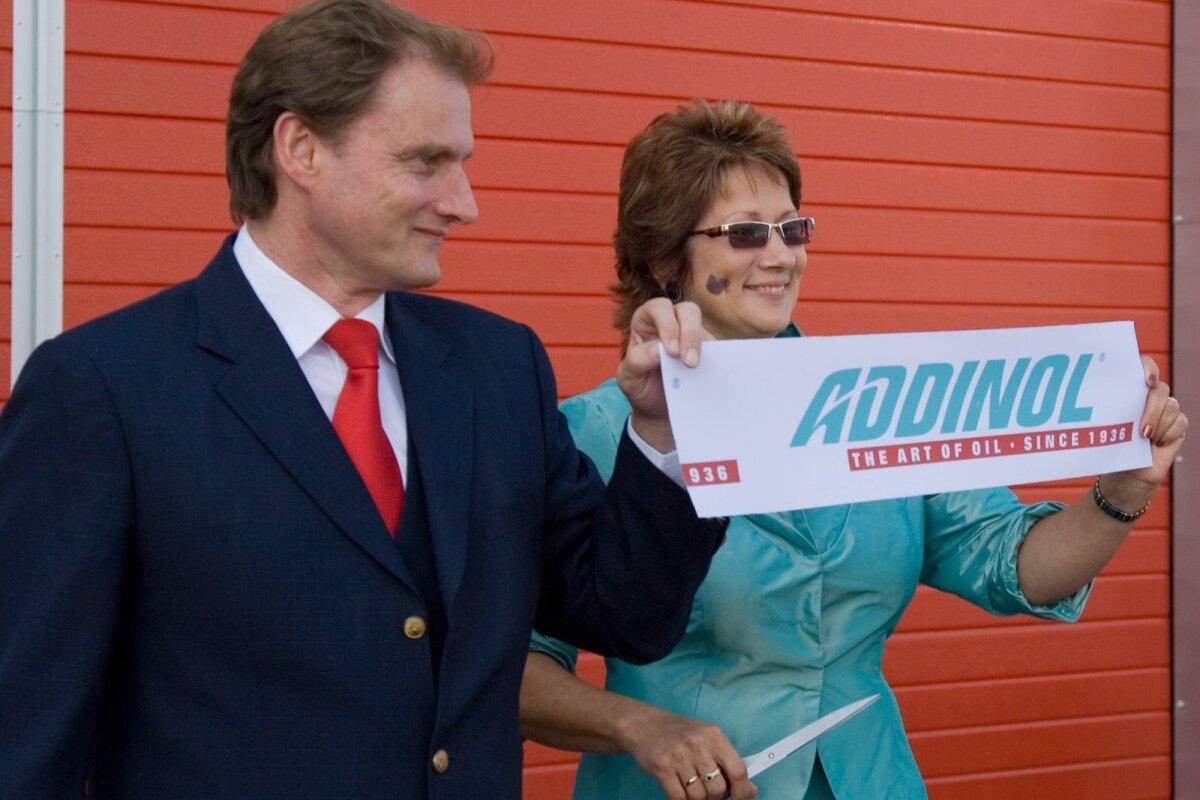 Juhatuse liikmed Georg Wildegger ja Tiina Suija Tartu maja avamispeol 2009. aastal.