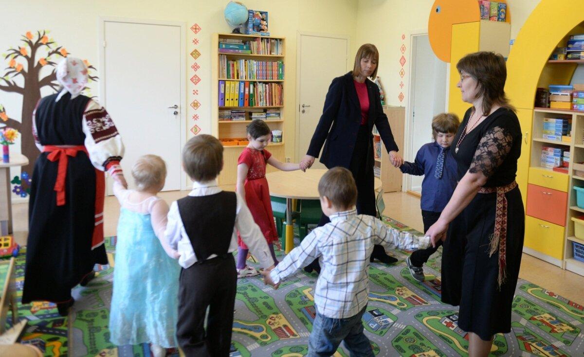 Kersti Kaljulaid lasteaias.